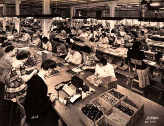 1946  Shure becomes the largest manufacturer of phonograph cartridges in the U.S.